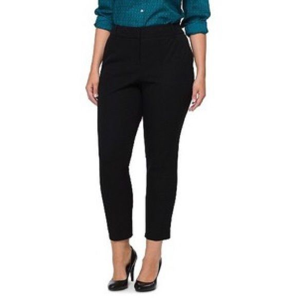 Black crop pants Perfect for work! Black crop pants can be dressed up or down! Worn once in excellent condition. Size 22 from pure energy Pure Energy Pants Ankle & Cropped