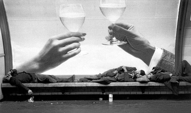 Ferdinando Scianna FRANCE. Paris. Homeless in the subway. 1975.