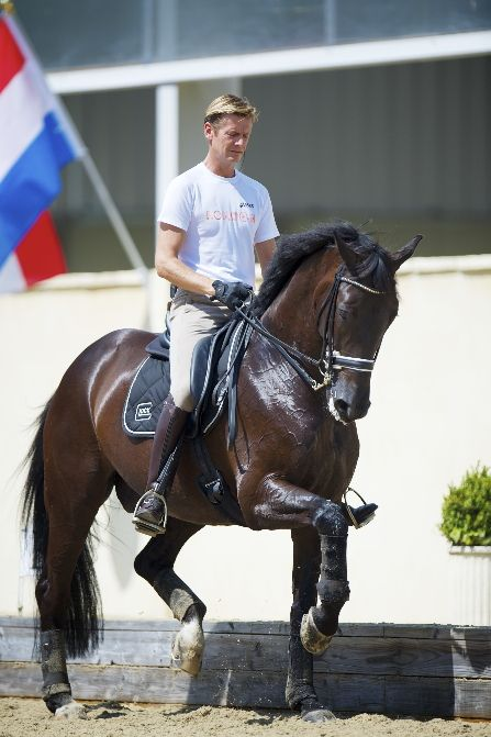 Edward Gal with Glock's Undercover - supple, relaxed, and oh that rhythm!