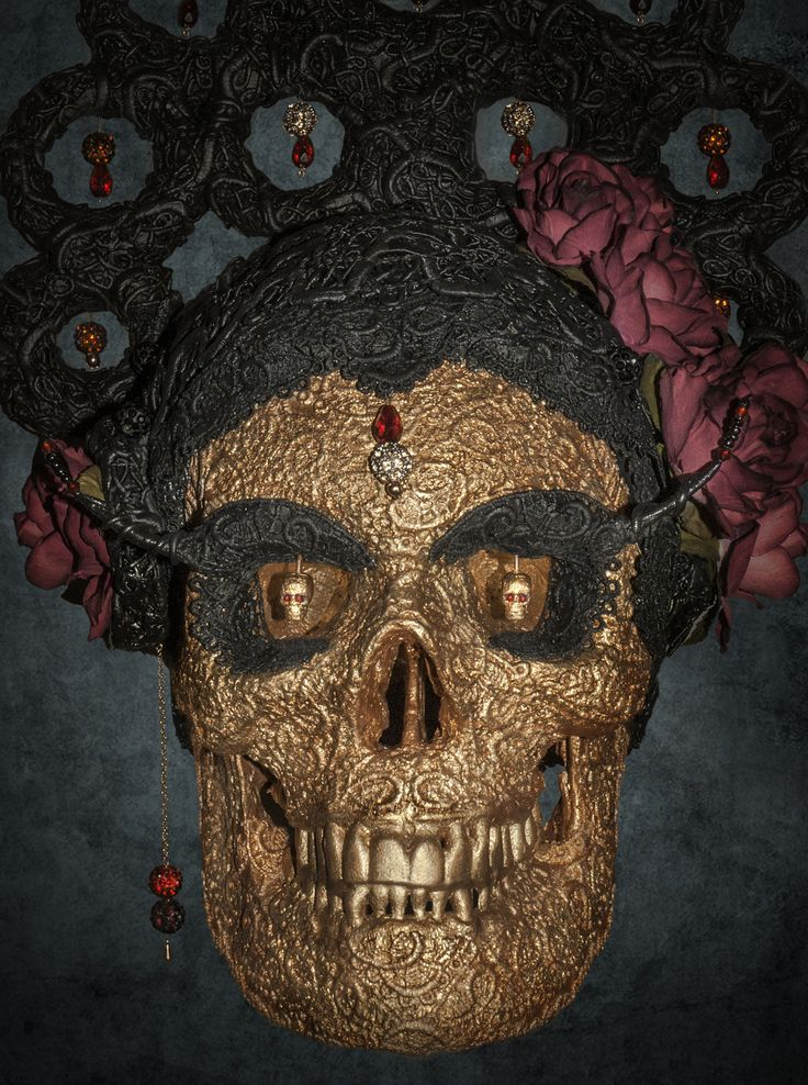 A range of bespoke, hand made and unique Skullptures.
