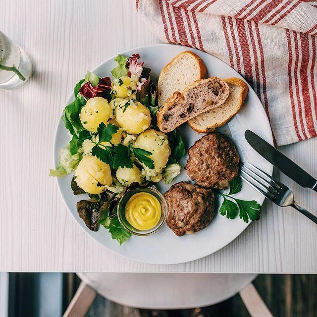 Ich habe etwas leckeres mit der Foodguide App gefunden: Frikadellen. Wollen wir das mal ausprobieren?