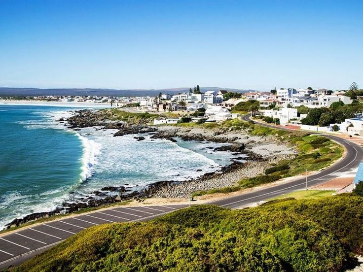 Huis Nemesia - Huis Nemesia is situated overlooking the stunning Atlantic Ocean in the charming seaside town of Yzerfontein.The house, which has three bedrooms and two bathrooms, features an open-plan fully equipped ... #weekendgetaways #yzerfontein #southafrica