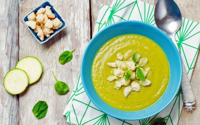 Für leichte, kalte Suppen sind Zucchetti sehr gut geeignet. Das Sommergemüse kann vielen Varianten für eine erfrischende, feine Suppe verwendet werden.