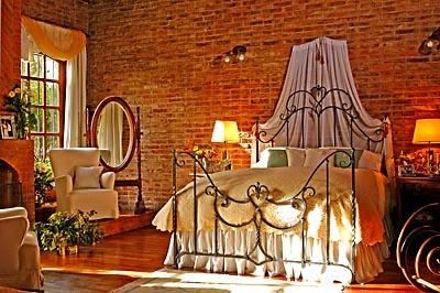 Pretty for a loft...Bricks Wall Bedrooms, Beds Bedrooms, Interesting Interiors, Bedrooms Dreams, Expo Bricks, Claudio Ray Iron Beds 00048, Beds Claudio, Bedrooms Decor, Bedrooms Ideas