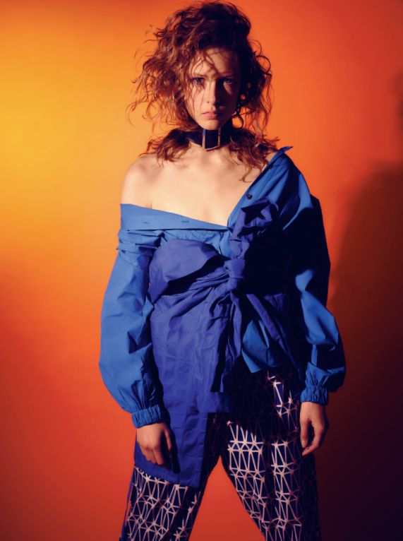 Bartek Wieczorek and Karolina Limbach revive the best looks of Hollywood icons from eighties and nineties. Girl power!