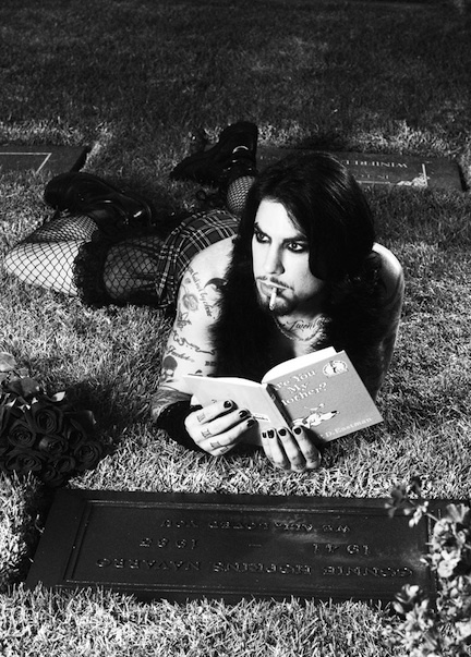 wow... Dave Navarro at his mothers grave