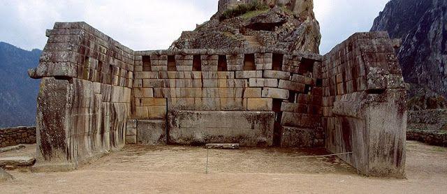 Machu Picchu, la città perduta degli Inca costruita dall'imperatore Pachacútec.   Immagini del Mondo