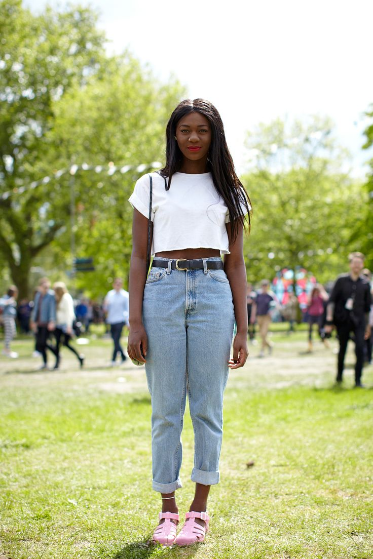 21 Incredible Outfits From London's Field Day Festival #refinery29  http://www.refinery29.com/field-day-festival#slide23  Name: Melissa Occupation: Health care assistant Hood: Birmingham What she's wearing: Topshop top, vintage belt, Primark bag, Urban Outfitters jeans and shoes.