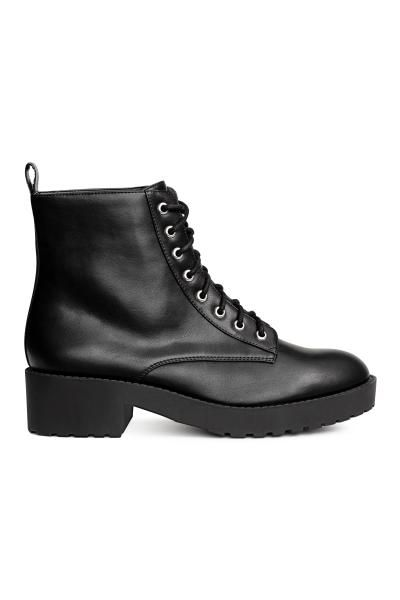 Ankle boots with lacing at the front, a loop at the back, fabric linings, imitation leather insoles and chunky rubber soles. Platform front 2 cm, heel 4.5 c