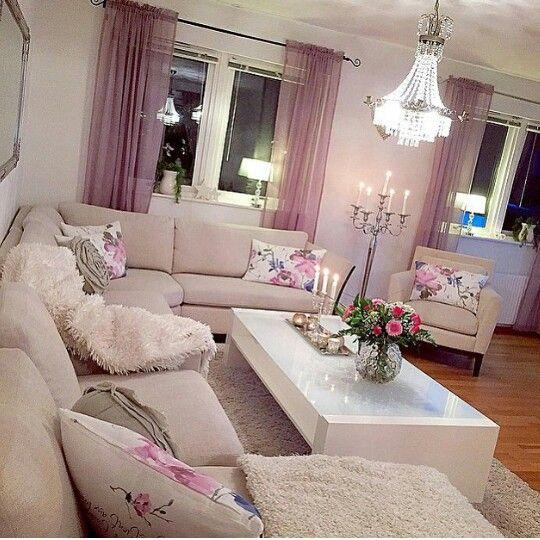 Rosa y beige en sala y para otro espacio como recamara
