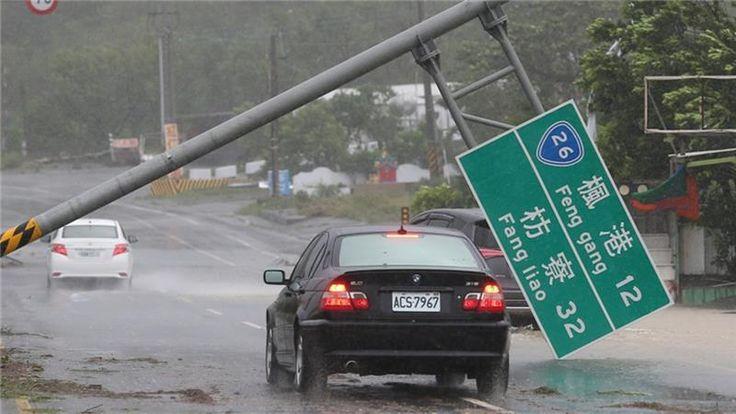 Setelah Taiwan angin Topan Meranti menghantam Cina  XIAMEN (Arrahmah.com) - Topan Meranti telah mendarat di tenggara Cina membawa angin kencang dan hujan yang menurut media pemerintah sebagai badai terkuat tahun ini.  Topan itu tiba pada dini hari Kamis (15/9/2016) di dekat kota utama Xiamen setelah sebelumnya menyapu Taiwan selatan pada Rabu (14/9) dan menewaskan satu orang.  Gambar-gambar yang ditampilkan media pemerintah menunjukkan jalan-jalan di beberapa bagian provinsi Fujian banjir…