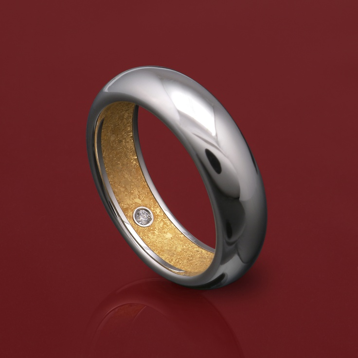 Steven Kretchmer's Hidden Treasure Band in Platinum, with a shiny finish. Featuring pure 24K fine crystallized Yellow Gold inlay with a single Diamond melee accent 0.01ct.