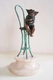 """Бронзовая скульптура, девочка на стуле""""Любимая игрушка"""" купить скульптуру"""