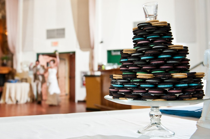 Fan Susan Westbrook Riley's Groom Wedding Cake was made of Oreo cookies. You think milk got an invite to this wedding?