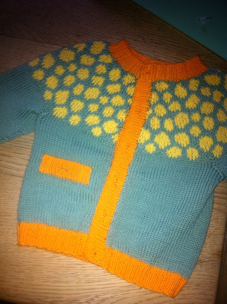 Knitted baby sweater in drops cotton yarn