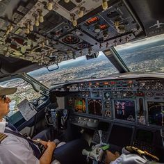 Cockpit Boeing 737, gotta love the view from the office! Even if it is a small office!!