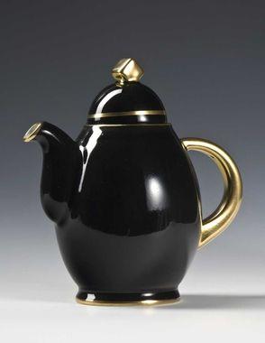 Coffee pot by Nora Gulbrandsen for Porsgrund Porselen. Production year 1931