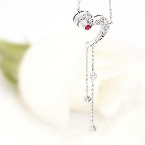 Rubies & diamonds splendid heart shaped necklace