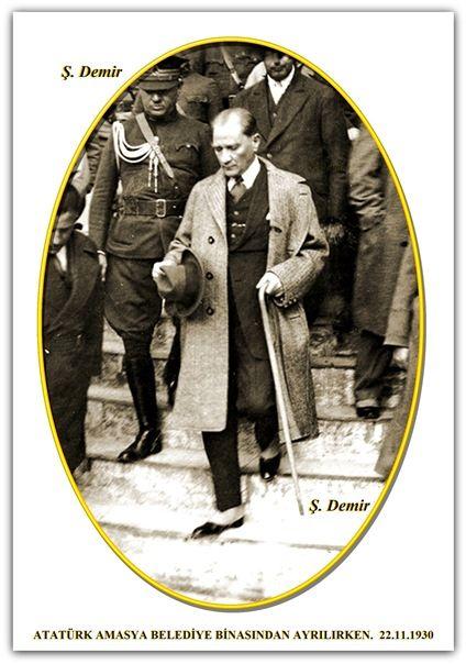 ATATÜRK AMASYA BELEDİYE BİNASINDAN AYRILIRKEN.  22.11.1930