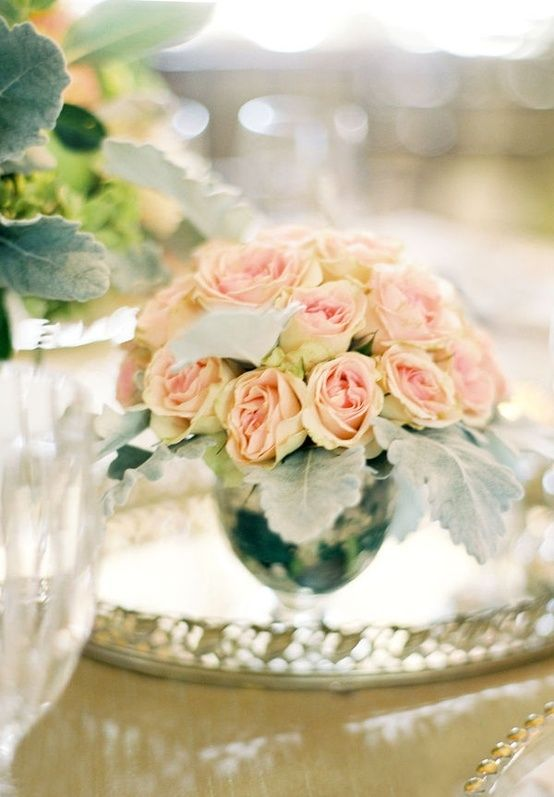 short silver vases with peach roses by amkook