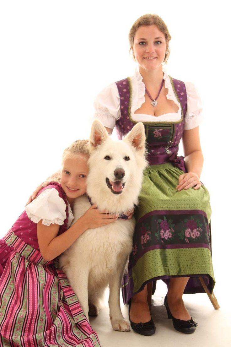 """""""Wir schenken unseren Hunden ein klein wenig Liebe und Zeit. Dafür schenken sie uns restlos alles, was sie zu bieten haben. Es ist zweifellos das beste Geschäft, was der Mensch je gemacht hat."""" (R. Caras) Das Team von Trachtenmoden Riehl wünscht Ihnen viel Vergnügen beim Stöbern im """"Hundezubehör online shop"""" und viel Spaß & Freude mit Ihrem treuen vierbeinigen Freund."""