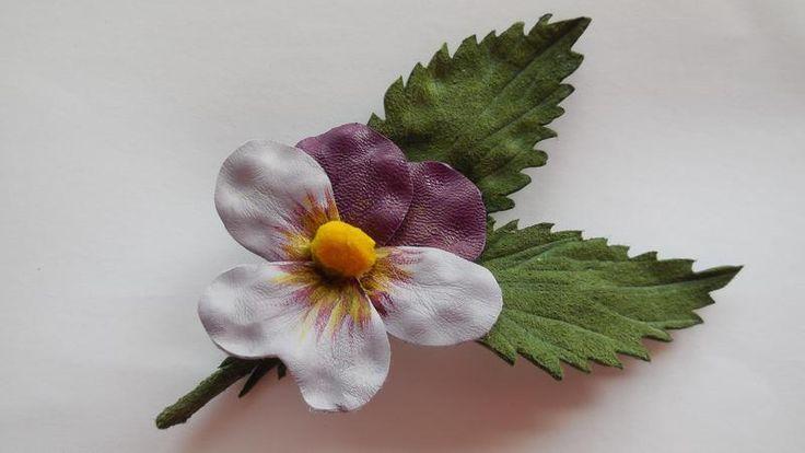 Leather pansy, bratek ze skóry w Lela Flowers na DaWanda.com