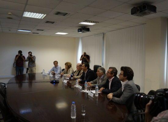 """12-09-16 """"Άριστα 20"""" από τον Πρωθυπουργό Αλέξη Τσίπρα στο Υπουργείο Παιδείας    12-09-16 """"Άριστα 20"""" από τον Πρωθυπουργό Αλέξη Τσίπρα στο Υπουργείο Παιδείας  Την εικόνα που παρουσίασαν τα σχολεία  κατά την πρώτη μέρα της σχολικής χρονιάς έδωσαν οι 13 Περιφερειακοί  Διευθυντές στον Πρωθυπουργό Αλέξη Τσίπρα μέσω τηλεδιάσκεψης παρουσία  του Υπουργού Παιδείας Έρευνας και Θρησκευμάτων Νίκου Φίλη της  Αναπληρώτριας Υπουργού Παιδείας Σίας Αναγνωστοπούλου του Υφυπουργού  Θεοδόση Πελεγρίνη των…"""
