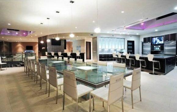 Justin Bieber aluga mansão equipada com três bares e boate - ZAP em Casa