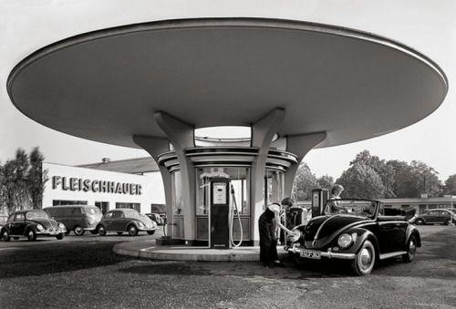 Karl Hugo Schmölz, Tankstelle Fleischhauer, 1950s. Cologne, Germany. ViaStadt Köln