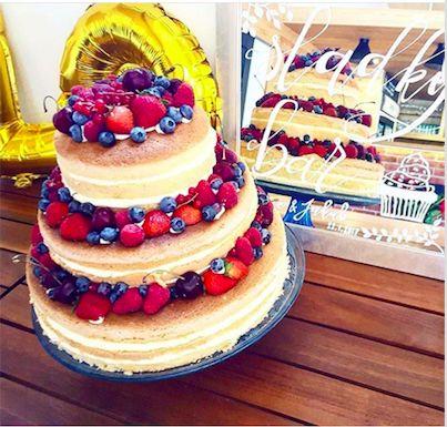Naked dorty jsou stále oblíbenější. Tenhle jsme ochutnali na svatbě Lucie.