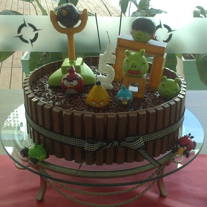 Angry birds kit kat cake bolo e cupcake pinterest for Angry birds cake decoration kit