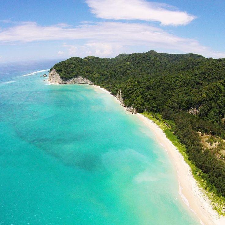 """Beautiful tarimbang Beach.  #TieraSumba #humbaailulu #sumba #travel #lingkarindonesia#kompasnusantara…"""