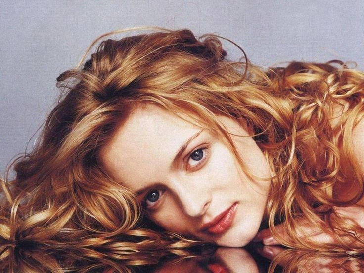 Heather Graham with Strawberry Blonde Hair Color