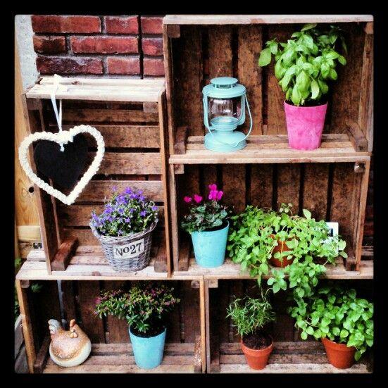 Fruitkistjes als decoratie in de tuin, we hebben nog een groot aantal te koop..... via Robanjer in Harmelen