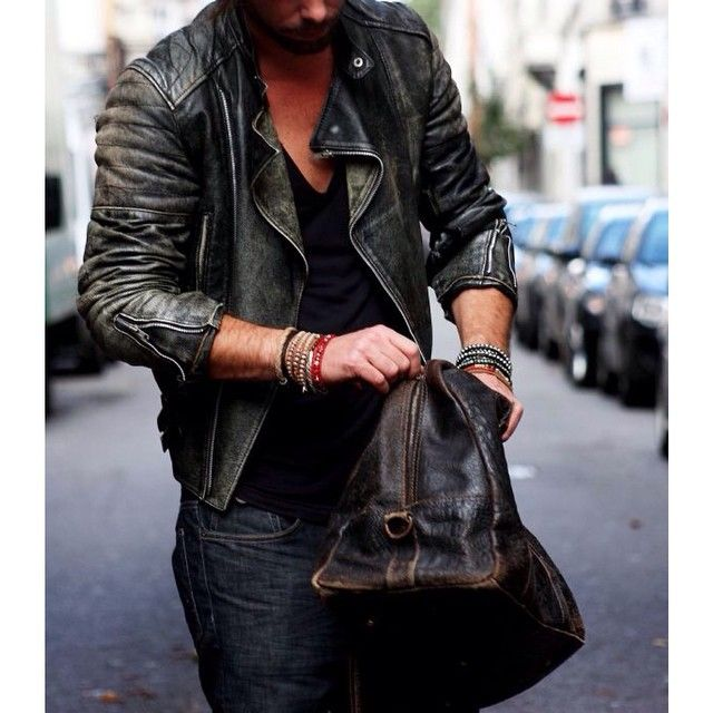 Loving this leather jacket! What do you guys think? Tag a friend 🚶 that would rock this look!