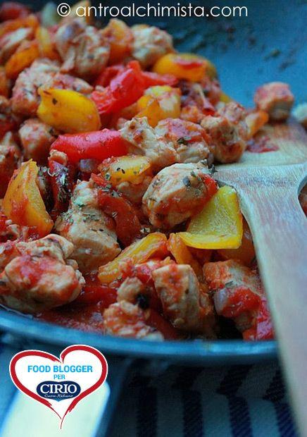 Ricetta #Pollo con #peperoni al #sugo di @Antro Alchimista (http://www.antroalchimista.com/) #cirio #passionefoodblogger #pomodoro #pomodori #tomato #PullUpAChair