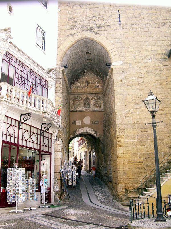 Arco de Almedina, Coimbra - Portugal