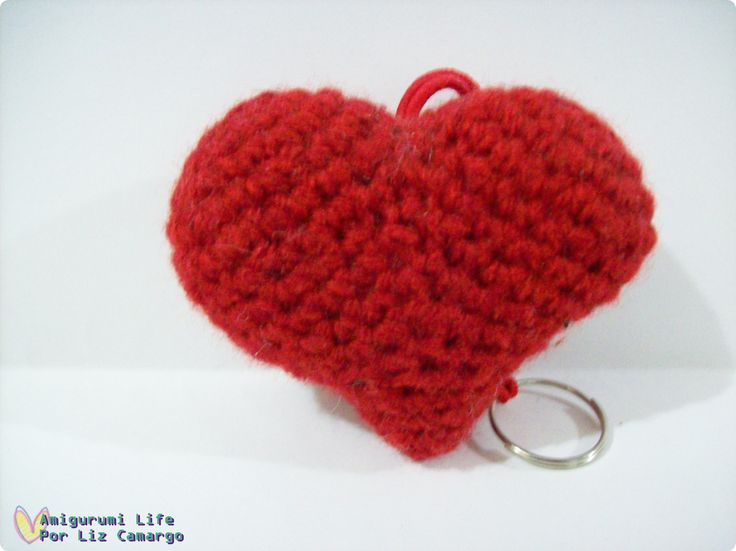 Chaveiro coração amigurumi - http://www.tanlup.com/product/887775/chaveiro-coracao-amigurumi