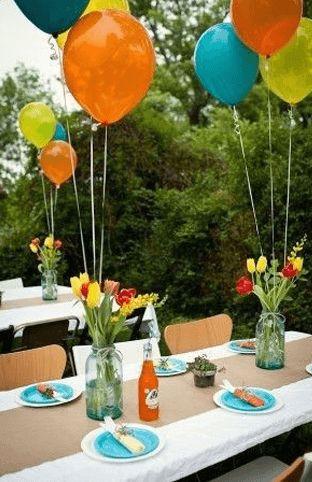lentefeest of communiefeest tafeldecoratie met lente thema inspiratie balonnen