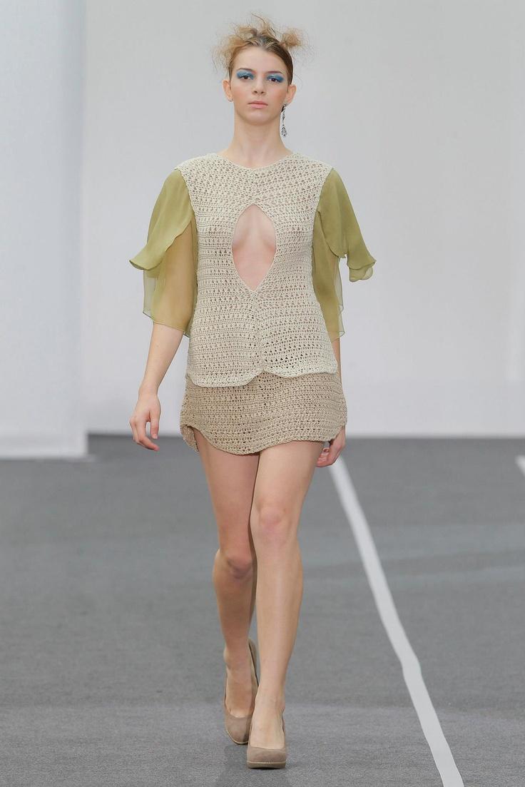 Vestido de punto artesanal con mangas en gasa