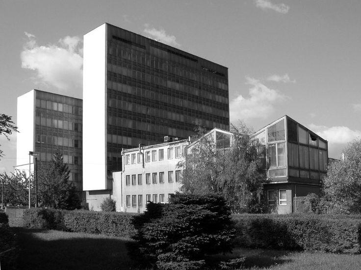 Bývalá ředitelská budova a výpočetní středisko/svého času nejmodernější v ČSSR/ Válcoven trub a železáren
