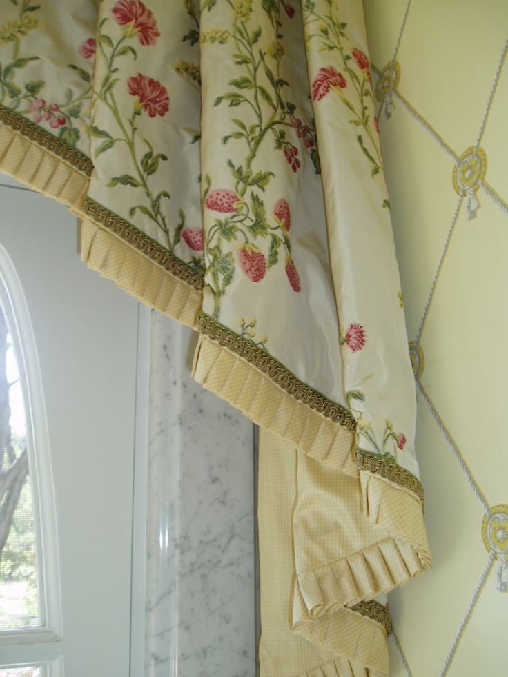 Excellent example of narrow French pleats with gimp decorative braid finish. By www.lindafloyd.com