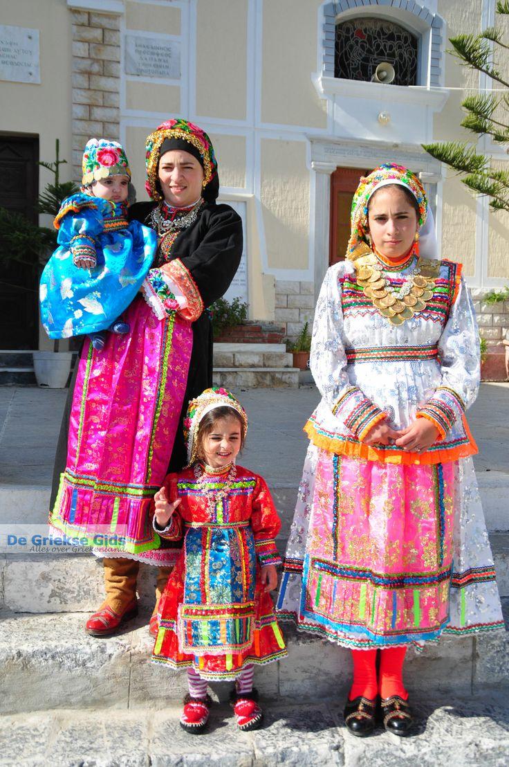 Traditionele klederdracht Olympos Karpathos   De Griekse Gids
