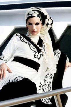 black and white hijab/ I would wear this hands down .