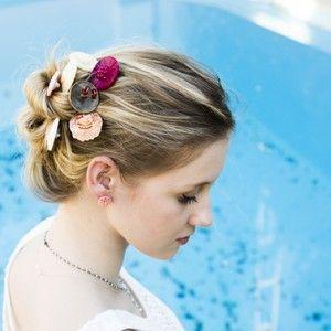 Pinchos de pelo acabados en botón. Una original y estética forma de recoger tu melena. Ideales para el verano