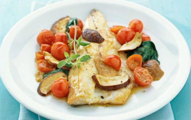 Φιλέτα ψαριού τηγανητά με λαχανικά  - iCookGreek