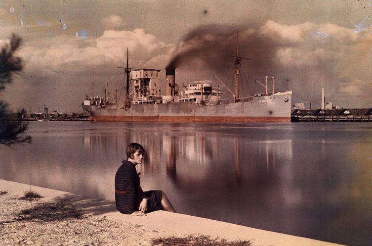 Colori dell'altro secolo  Fotografia di Maynard Owen Williams, National Geographic  Nel 1907 i fratelli Auguste and Louis Lumière, già inventori del cinematografo, presentarono il primo procedimento semplificato per ottenere fotografie a colori. La fotografia a colori era già st