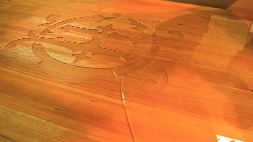 LAMELLUX  Coulée Lxresin, grande table en mélèze (5 mètres). Design Tristan Auer pour Charles Heidsieck, champagne Reims.  #lamellux #luxe #meleze #larch #madeinfrance #ebenisterie #architecture #architecturedinterieur #castresin #lxresin #resinage #resincasting #carving #agencement #craftmanship #luxury #design #interior #interiordesign #woodwork #bespoke #tristanauer #charlesheidsieck #Heidsieck #champagne https://video.buffer.com/v/5a379e649363922c71b2c8a7