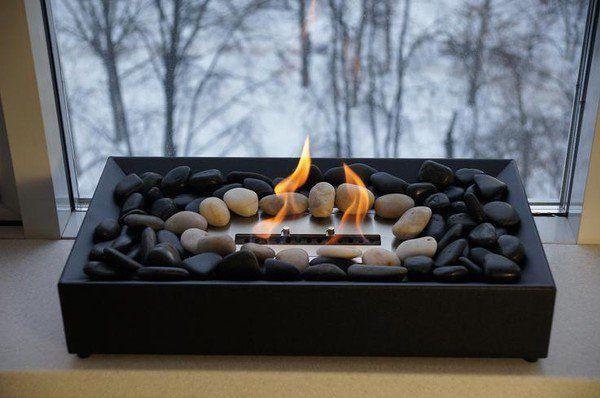 Биокамин  Современные камины выполняются как в классическом, так и футуристическом дизайне, поэтому подобрать экокамин, максимально вписывающийся в любой интерьер, не составит труда. К тому же, стенки камина сооружаются лишь в целях безопасности, что позволяет гармонично сочетать стекло, керамику, сталь, дерево, камень. Сегодня даже биокамины в квартире являются частым элементом декора. Наибольшим спросом для размещения на небольших площадях пользуются встраиваемые, настенные и настольные…