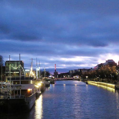 Ilta on tämän viikon MakroTex -haasteen aiheena Ilta ja Aurajoen valot. Aurajoki on kaunis iltavalaistuksessa. Tosi harvoin vain si...